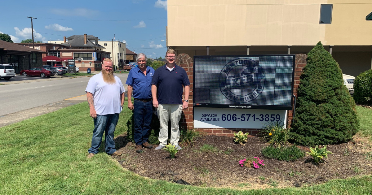 Boyd County Farm Bureau Agency At Carter Avenue Gets New Office Sign Kentucky Farm Bureau